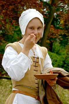 Tudor Peasant Girl                                                                                                                                                                                 Mais