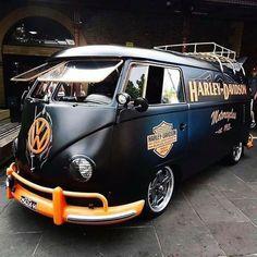 T3 Vw, Car Volkswagen, Vw Cars, Combi Ww, Harley Gear, Rat Look, Motorcycle Manufacturers, Custom Vans, Biker Girl