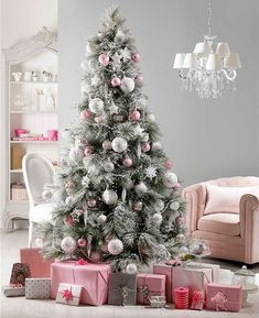 новогодние елки наряженные фото, варианты украшения новогодней елки, красиво украшенные новогодние елки фото, бело розовая елка