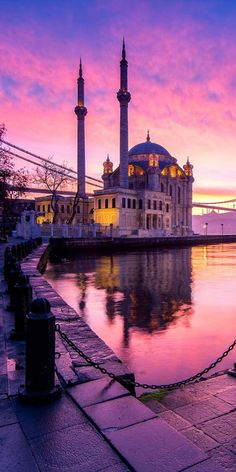 istanbul visite 21 Best European Cities To Visit This Year - Istanbul City, Istanbul Travel, Cool Places To Visit, Places To Travel, Travel Destinations, Beautiful Mosques, Most Beautiful Cities, Day Trips From Istanbul, Mekka Islam
