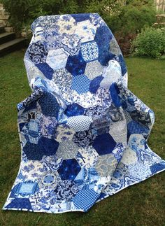 """MY BLUE AND WHITE"" by Prosivana Deka. Michael Miller, Kona fabrics. Hexies 20 cm. Quilt 200 x 142 cm."