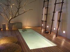 Циновки, имитация природных аксессуаров и отделки характерны для японского стиля ванной