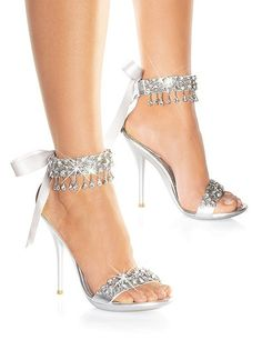 Sandalias para novias con mucho bling y tacones! Quieres ver mas zapatos para novias? http://bodasnovias.com/tendencias-en-zapatos-de-novia-2013/2205/ #brides