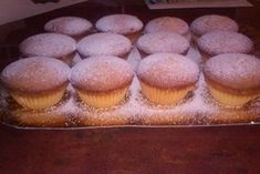 Briose pufoase ( sau madlene) No Cook Desserts, Cookie Recipes, Muffins, Cupcakes, Cookies, Breakfast, Foods, Breads, Italia