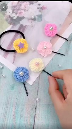 Diy Crafts Hacks, Diy Crafts For Gifts, Yarn Crafts, Fabric Crafts, Crochet Crafts, Creative Crafts, Kids Crafts, Hand Embroidery Patterns Flowers, Simple Embroidery