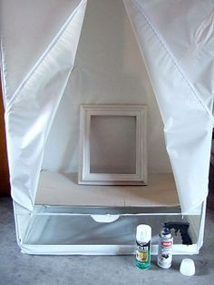 Use Dollar Store garment bag for a spray tent. laid down a sheet of cardboard to create a spray-painting tent. Works like a charm. The tent blocks the wind while spraying and keeps what's inside dust free while it dries. Plus it keeps the overspray from Spray Painting, Painting Tips, Painting Frames, Diy Projects To Try, Home Projects, Do It Yourself Baby, Do It Yourself Inspiration, Diy Casa, Ideas Para Organizar
