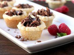 Teig falschrum auf das Muffinblech dann hat man essbare kleine Schalen für Obst, Pudding, Jogurth....