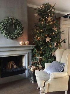 Scandinavian Christmas Trees, Nordic Christmas, Merry Little Christmas, Country Christmas, Simple Christmas, Beautiful Christmas, Christmas Christmas, Christmas Mantles, Christmas Trends