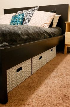 DIY Underbed Storage: Custom and Cheap I figured out how to make my own custom underbed storage - for cheap. Learn how to make your own, chances are you already have the supplies. Diy Storage Boxes, Cheap Storage, Storage Hacks, Shoe Storage, Underbed Storage Ideas, Under Bed Storage Bins, Makeup Storage, Storage Solutions, Bedrooms