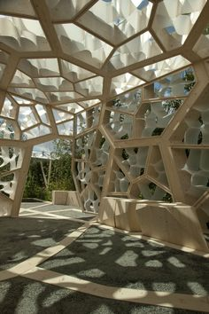 The design development of the pavilion focused on the 'bio-mimicry' of leaf capillaries being embedded in the walls. The structural geometry was finalized