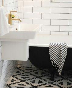 Veja mais em Casa de Valentina: http://www.casadevalentina.com.br/ #details #interior #design #decoracao #detalhes #decor #home #casa #design #idea #ideia #charm #charme #casadevalentina #bathroom #banheiro #black #white #preto #branco