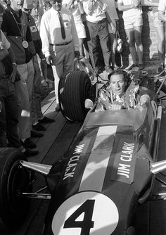 Race winner Jim Clark (GBR) Lotus 49 in Parc Ferme. Tragically this was to be his last grand prix before suffering a fatal accident in an race at Hockenheim. Mexican Grand Prix, Lotus F1, Gilles Villeneuve, Formula 1 Car, Racing Events, Old School Cars, F1 Racing, Road Racing, Automotive Art