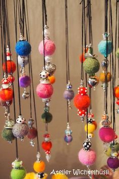 These might be pretty ornaments. Diy Wool Felt, Felted Wool Crafts, Felt Crafts, Fabric Crafts, Clay Crafts, Textile Jewelry, Fabric Jewelry, Felted Jewelry, Wet Felting