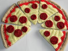 Crochet Play Food whole pepperoni pizza  8 slices by jwhizcrochet, $25.00