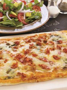 Πίτσα με πέστο βασιλικού, μοτσαρέλα και λιαστές ντομάτες #πίτσα #πέστο Hawaiian Pizza, Vegetarian, Recipes, Food, Party, Essen, Parties, Meals, Eten