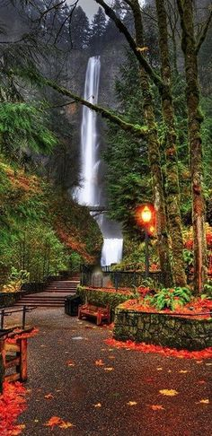 Multnomah Falls in the Columbia River Gorge, Portland, Oregon