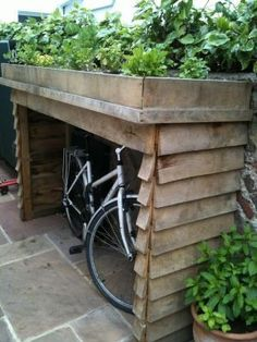 Organic Roofs :: green roof bike shed Bit more low-tech plus bikes exposed. - Organic Roofs :: green roof bike shed Bit more low-tech plus bikes exposed. Small Gardens, Outdoor Gardens, Front Gardens, Ideas Terraza, Bike Shelter, Living Roofs, Bike Shed, Shed Storage, Storage Ideas