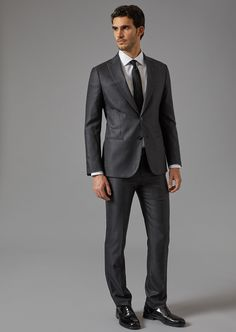 Fine materials and design for this Soho Suit In Virgin Wool And Silk by Giorgio Armani Men. Take a look at the official online store now. Giorgio Armani, Armani Suits, Armani Men, Mens Fashion Suits, Mens Suits, Mens Charcoal Suit, Suit Guide, Slim Suit, Stylish Mens Outfits