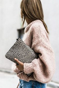 How to incorporate a patterned bag into an outfit