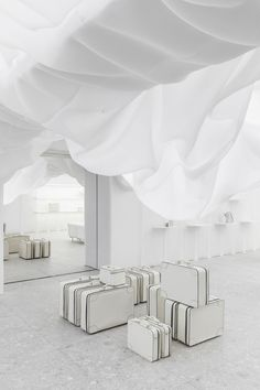Each year, Valextra collaborates with a designer or an architecture firm to re-arrange its flagship located via Manzoni in Milan.