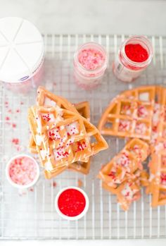 12 Inexpensive Valentine's Day Date Night Ideas (From the Comfort of Your Sofa): Pink Valentine's Day Waffles Valentines Day Food, Valentines Decoration, Valentines Breakfast, Valentines Day Gifts For Him, Paper Hearts, Donuts, Think Food, Valentine's Day Diy, Kakao