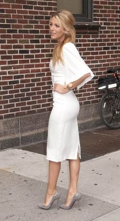 Blake Lively Style - get the look . Mode Blake Lively, Blake Lively Fashion, Blake Lively Outfits, Blake Lively Dress, Blake Lively Savages, Blake Lively Style Casual, Blake Lively Pregnant, Blake Lively Gossip Girl, Black Lively