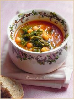 chickpea cumin (vegan) soup Source by Veggie Recipes, Soup Recipes, Cooking Recipes, Healthy Recipes, Moroccan Chickpea Soup, Middle East Food, Salty Foods, Vegan Soup, Going Vegan