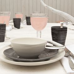 Pentik is an international interior design retailer, who wants to bring northern beauty and cosiness to homes. Table Arrangements, B & B, Table Settings, Dining Room, Ceramics, Dishes, Interior Design, Tableware, Ideas