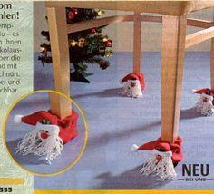 Для оформления праздника можно использовать любой бросовый материал 1. Оформление подарков 2. Новогодние игрушки из прищепок 3. Снеговички из старых ненужных ключей 4. Ёлки из шишок 5. Адвент-календари каждую игрушку можно украшать, расписывать и потом украсить маленькую ёлочку...
