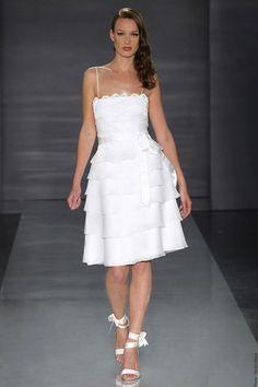 Schöne kurze Hochzeitskleider: Weisses Schichtenkleid