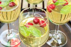Combineer twee heerlijke alcoholische drankjes, limoncello en prosecco, en het ideale zomerdrankje is geboren: limonsecco!