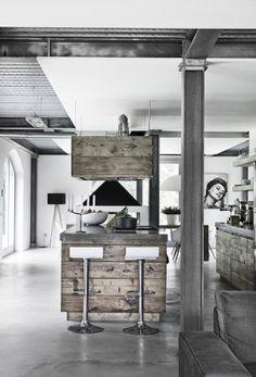 http://www.madogbolig.dk/indretning/boliggallerier/gallery-bolig-italiensk-trae-og-beton