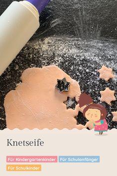 Gerade jetzt sollte man mehrmals täglich Händewaschen. Mit der selbstgemachten Knetseife wird das zum Kinderspiel! Desserts, Food, Crowns, Food Coloring, School Kids, Game Ideas, Kid Games, Play Dough, Homemade