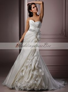 Gorgeous Sweetheart A-line Chapel Train bridal gowns