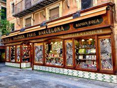 A Ganiveteria Roca é uma loja super tradicional na Espanha com produtos especializados... São por volta de 6.000 itens  especializados em cutelaria e acessórios correlatos  que atendem  os segmentos hoteleiro, cuidado pessoal, uso doméstico, aventura, saúde e vestuário.