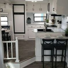 Vintage Farmhouse Decoration Ideas To Do Amazing Rv Interior Makeover Rv Interior, Camper Interior Design, Interior Decorating, Decorating Ideas, Interior Ideas, Interior Painting, Decor Ideas, Trailer Interior, Home Renovation