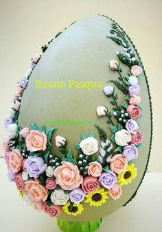 Buonapasqua#happyeaster#royalicing#ghiacciareale#fioridighiaccia#icesflowers#uovodecorato#decoratedegg