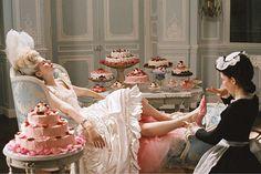 """@manoloblahnikhq ganha uma exposição que detalha a sua trajetória profissional como designer de sapatos a partir de hoje em Milão. Manolo Blahnik. """"The Art of Shoes"""" reúne uma coleção de 212 sapatos selecionados entre 30 mil modelos e 80 croquis. Entre as curiosidades as peças que ele criou exclusivamente para o filme """"Maria Antonieta"""" de Sofia Coppola. Para visitar até o dia 09.04 no Palazzo Morando. #manoloblahnik #sapato  via VOGUE BRASIL MAGAZINE OFFICIAL INSTAGRAM - Fashion Campaigns…"""