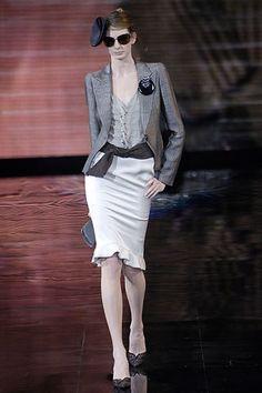 Giorgio Armani Fall 2006 Ready-to-Wear Fashion Show - Maurine Thiry Armani Collection, Fashion Show, Fashion Design, Skirt Pants, Modern Luxury, Giorgio Armani, Ready To Wear, Ballet Skirt, Vogue