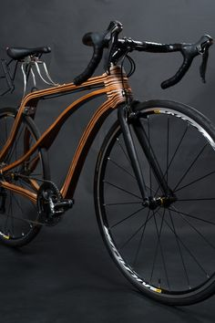 What an outstanding design and craftmenship. For me one of the best wooden bikes I have ever seen. And you can actually by these bikes at qirubike. Downhill Bike, Mtb Bike, Cycling Bikes, Wooden Bicycle, Wood Bike, Photo Velo, Trike Scooter, Recumbent Bicycle, Bike Builder