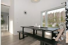 kiva pöytä penkkeineen! http://asunnot.oikotie.fi/card/all-media?card_id=8116757 Kaikki kuvat | Oikotie