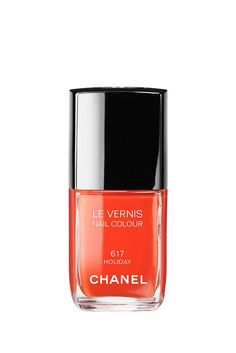 get ready for the summer with Le Vernis in 'N° 617 Holiday' by Chanel