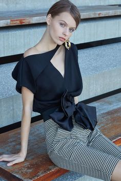 Womens Fashion - The complete Silvia Tcherassi Pre-Fall 2019 fashion show now on Vogue Runway. Gypsy Fashion, Couture Fashion, Runway Fashion, Fashion Outfits, Womens Fashion, Fashion Trends, Dress Fashion, Blouse Styles, Blouse Designs