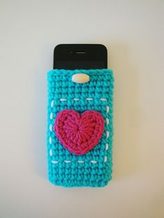 iphone cozy  (http://www.etsy.com/listing/68642368/symbol-crochet-pattern-pdf-format-iphone?ref=v1_other_1)