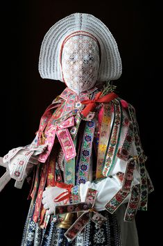 A Sorbian folk costume by Iwajla Klinke/// face -----Sinful man would welcome destruction, that they might be hidden from the face of him who died to redeem them. Folklore, Textiles, Charles Freger, Mode Costume, Arte Obscura, Arte Popular, World Cultures, Traditional Dresses, Costume Design