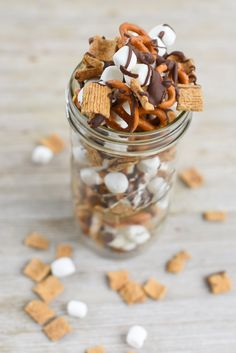 Whether you are sitting around a campfire, on a road trip or just hanging out outside this Campfire S'Mores Trail Mix is the perfect treat to snack on! Double Chocolate Cookies, Melting Chocolate, Brownie Mix In A Jar Recipe, Campfire Snacks, Breakfast Cupcakes, Trail Mix Recipes, Backyard Cookout, Foil Pack Meals, Meals In A Jar