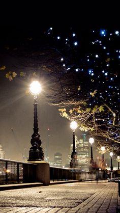 Dark Night Street Lamp Shiny Light #iPhone #5s #wallpaper