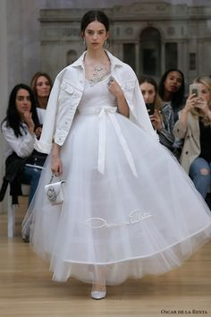 oscar de la renta spring 2018 bridal sleeveless scoop neckline simple clean tulle skirt pretty romantic tea length short wedding dress (02) mv  -- Oscar de la Renta Spring 2018 Wedding Dresses