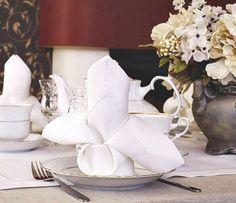 Klasyczne lniane serwetki białe lub ecru z grubego lnu. Zwane też - obiadowe, bankietowe. Czysta elegancja i szyk.