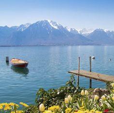 Du haut de ses 372 mètres d'altitude, le lac Léman, aussi appelé le lac de Genève, fait office de frontière naturelle entre la France et la Suisse. Cette virgule, ou croissant de lune, selon les préférences de chacun, s'étale sur près de 580 km2, pour le plus grand plaisir des Français comme des Suisses.